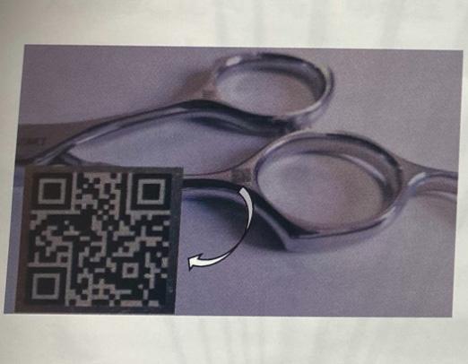 医療用鉗子にQRコードサンプル